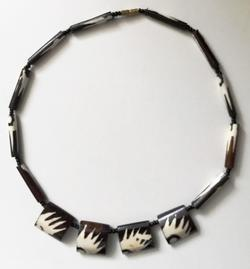 Necklace, horn, black/white